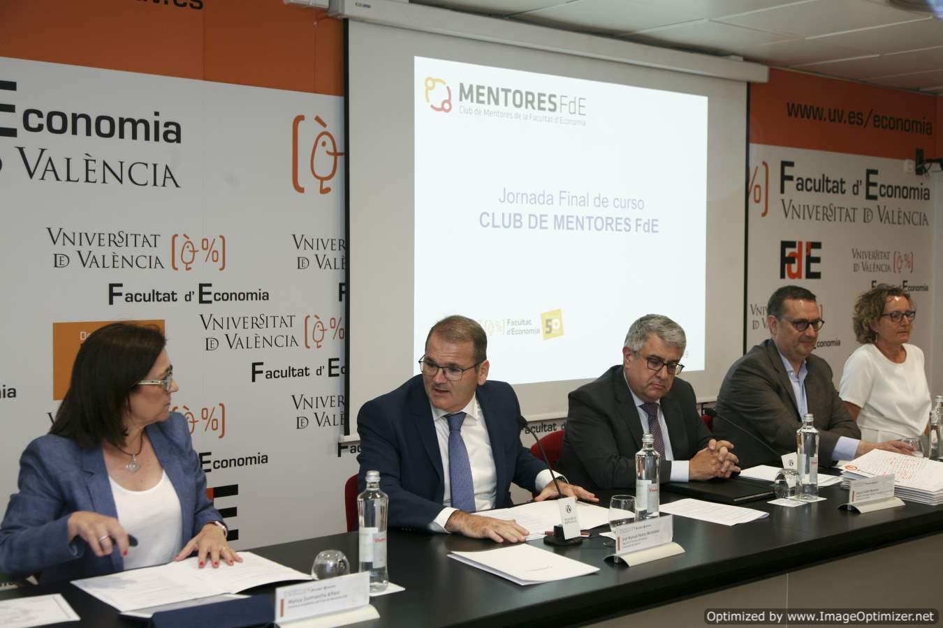 El Club de Mentors de la Facultat d'Economia de la Universitat de València va celebrar la jornada final de curs 2018-2019 - imatge 0