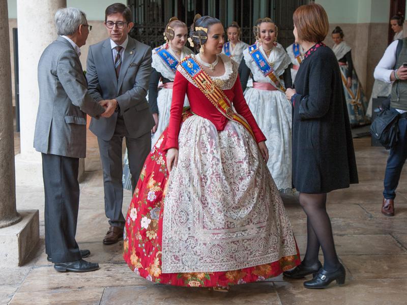 La Fallera Major de València i la seua Cort d'Honor visiten La Nau - imatge 0